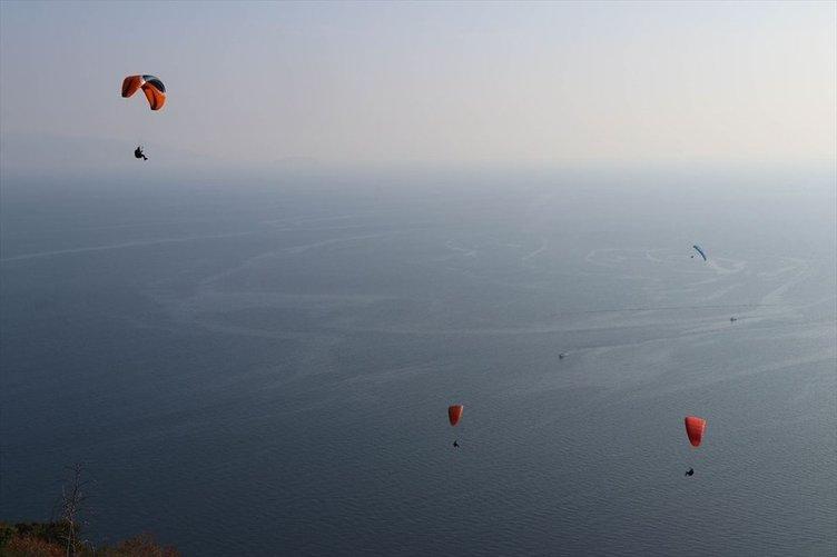Paraşütseverler Uçmakdere'de gökyüzüyle buluşuyor