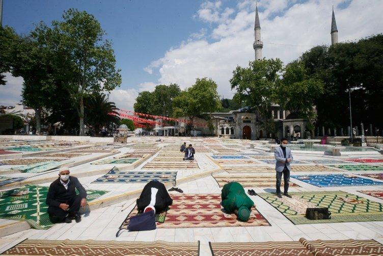 74 gün sonra ilk kez kılındı! İşte Türkiye'nin her yerinden cuma namazı görüntüleri