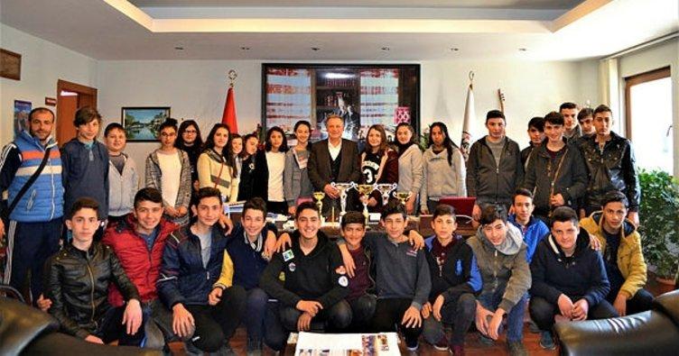 Başarılı sporculardan Başkan Büyükyapıcı'ya ziyaret