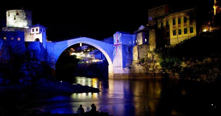 Mostar Köprüsü Yeni Zelanda'daki katliam anısına ışıklandırıldı