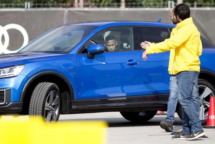 Audi'den Barcelona'lı futbolculara yeni otomobiller