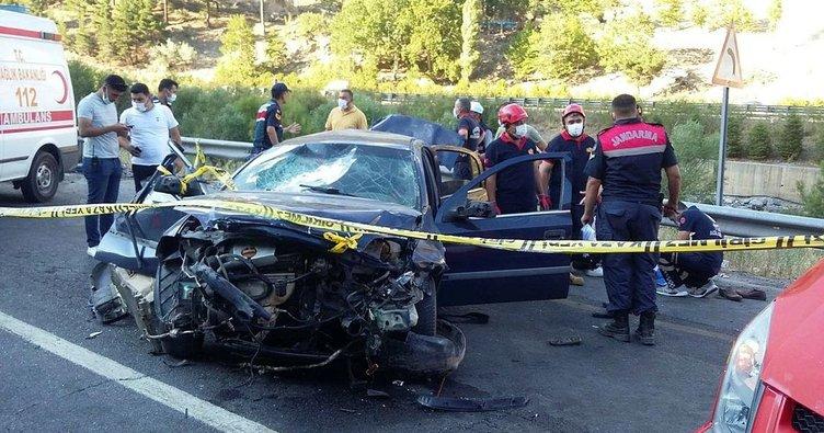 Otomobil ile midibüs çarpıştı: 4 ölü, 3 yaralı