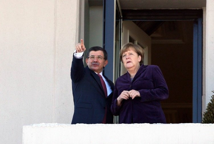 Başbakan Davutoğlu ve Merkel bir araya geldi