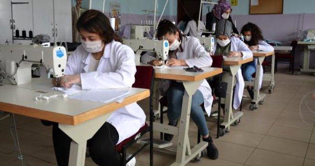 Şırnak'ta öğrenciler maske üretti