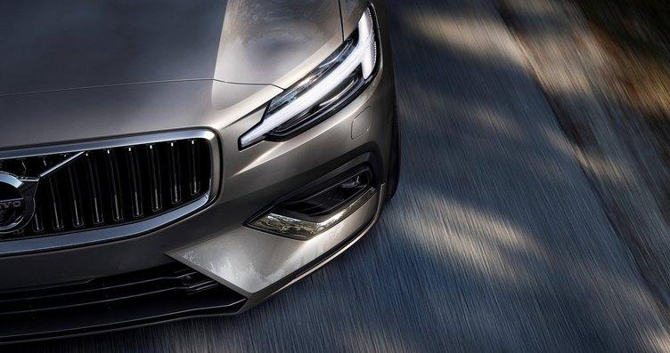 2019 Volvo S60 415 beygirlik hibrit motoruyla...