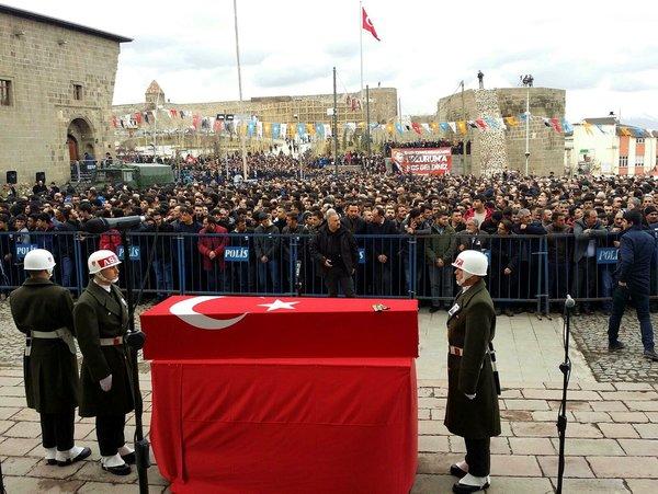 Teğmen Muhammed Kır'ı Erzurum'da son yolculuğuna onbinler uğurladı