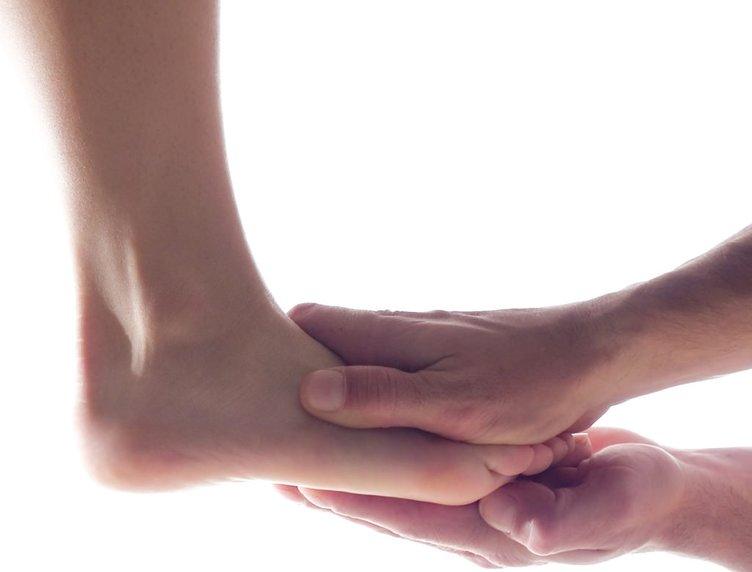 Ayaklarınız şişiyorsa bunları uygulayın
