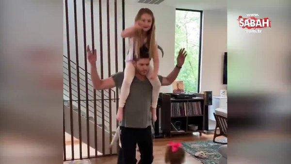 Amerikalı ünlü oyuncu Jensen Ackles  çocuklarıyla beraber 'Tek tek basaraktan' türküsüyle corona virüsü karantinası dansı   Video