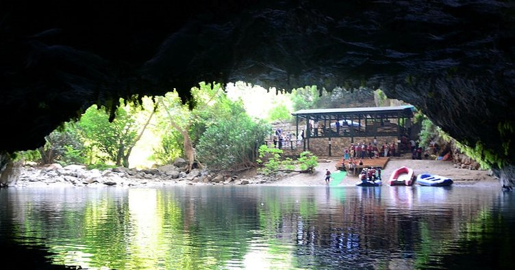 Altınbeşik Mağarası ziyaretçilerini büyülüyor