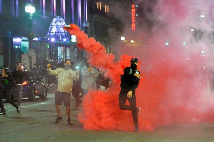 ABD'de öfke kaosa döndü  Washington'da sokağa çıkma yasağı ilan edildi! George Floyd'un öldürülmesinin ardından başlayan protestolarda son dakika gelişmeler...