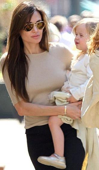 Angelina Jolie'nin ikizleri büyüdü!