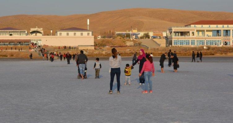 Tuz Gölü'ne yerli ve yabancı turistlerden yoğun...