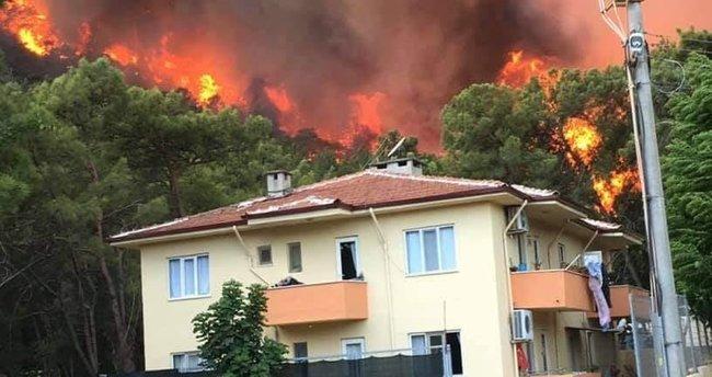 Marmaris'te yerleşim yerlerinin elektriği tedbiren kesildi! Yangınla mücadele halen sürüyor
