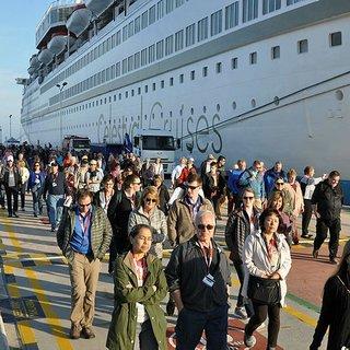 Kuşadası'na gemi ile 425 turist geldi