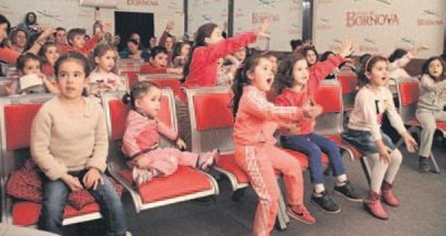 Forum Bornova'da tiyatro zamanı
