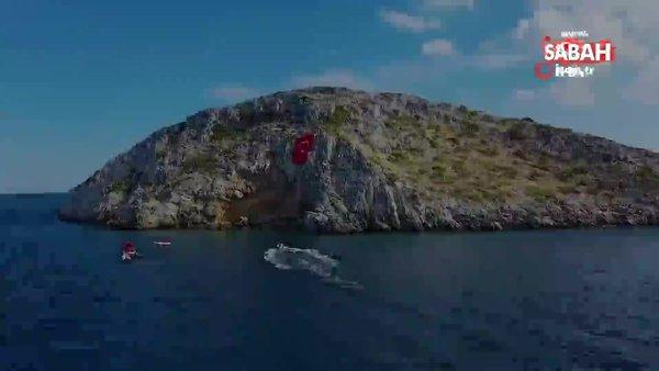 Yunan adalarına karşı dev Türk bayrağı astılar | Video