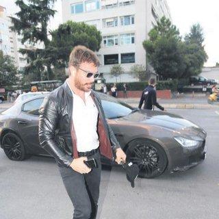 Sinan Akçıl geldi Hande Yener kaçtı