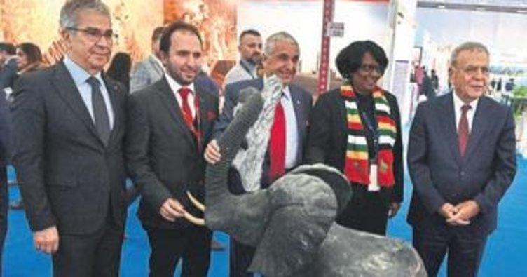 Doğal Yaşam'a Afrika'dan heykel