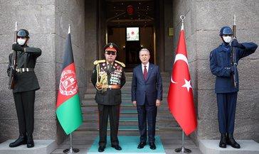 Bakan Akar, Afganistan eski Cumhurbaşkanı Birinci Yardımcısı Mareşal Dostum'la görüştü