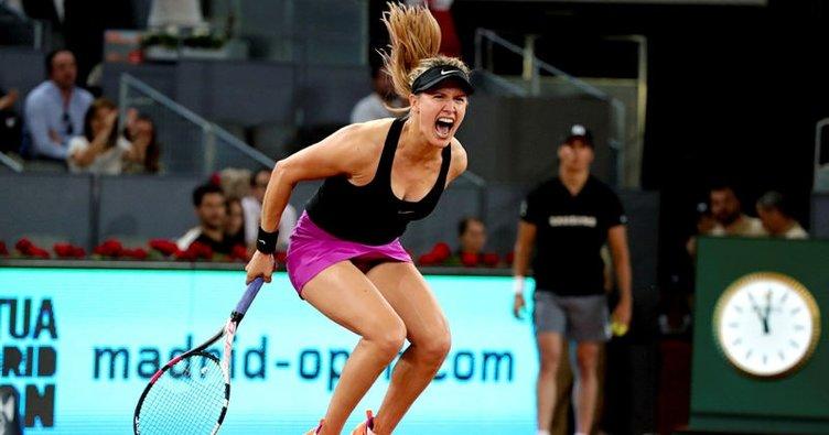 Bouchard eleştirdiği Sharapova'yı yendi