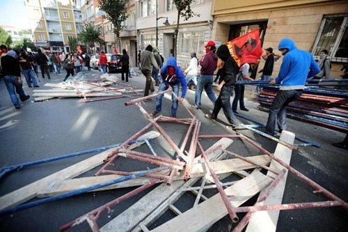 IMF protestoları sürüyor