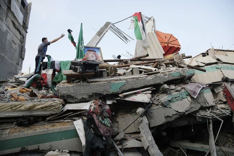 İsrail İsmail Heniye'nin evini bombaladı