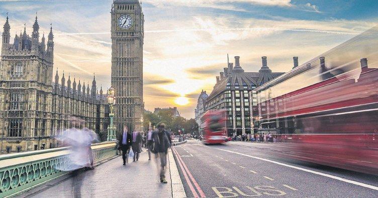 Havası gri sokak ları renkli Londra