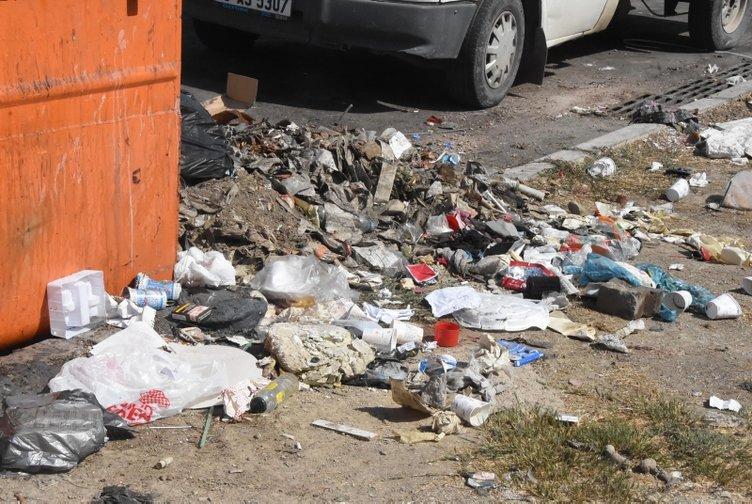 Çiğli'de çöpler toplanmadı, esnaf fare kovaladı! İzmir belediyesinde çöp sorunu