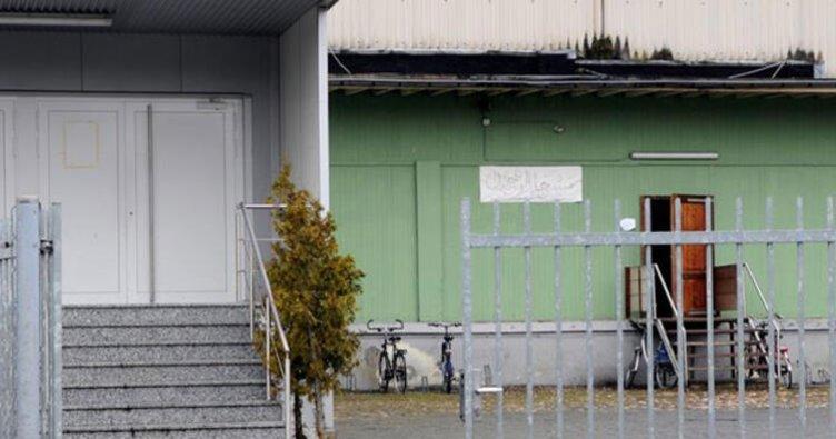 Almanya'da Faslılara ait camiye ırkçı saldırı