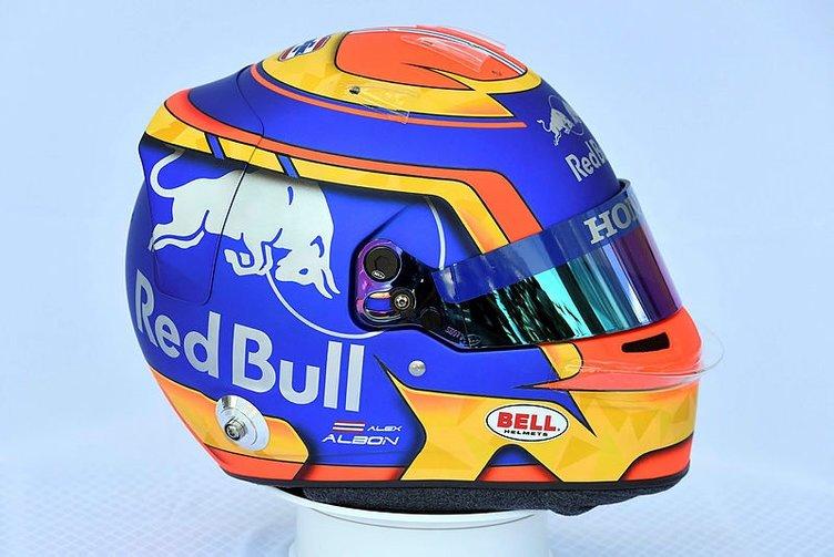 Formula 1'de pilotların takacakları kasklar tanıtıldı