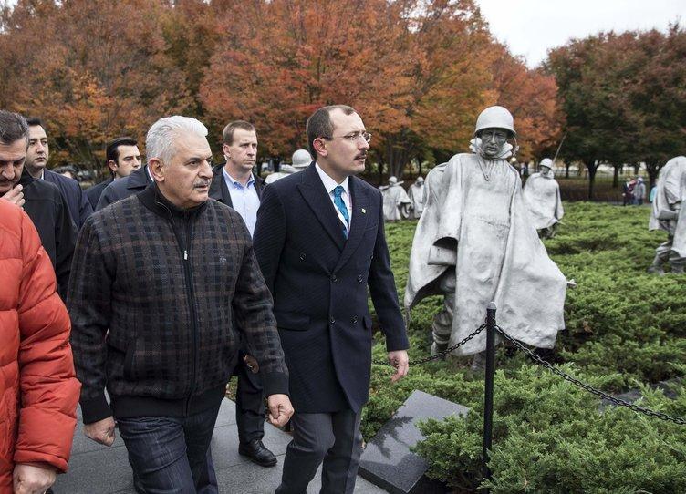 Başbakan Yıldırım ABD'de gazetecilerle sabah yürüyüşüne çıktı