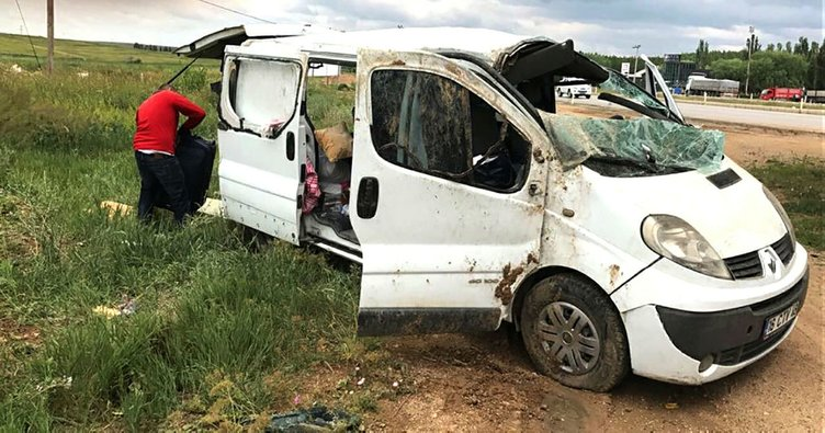 Kırşehir'de minibüs şarampole devrildi: 15 yaralı!