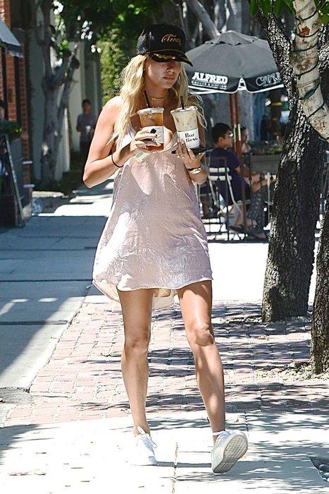 Hailey Baldwin kahve almaya bu halde çıktı