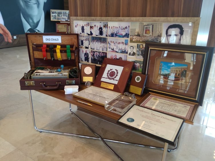 Yeşilköy'deki salgın hastanesinde Murat Dilmener'in kişisel eşyalarının sergilendiği özel bir köşe yapıldı