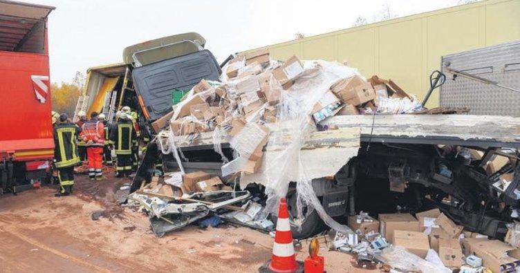 Zincirleme kazada iki şoför öldü