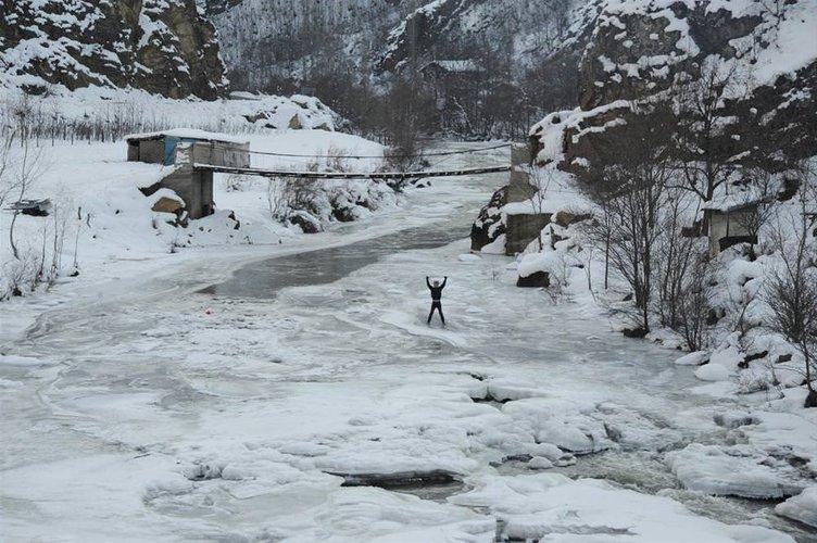 Nehirler dondu