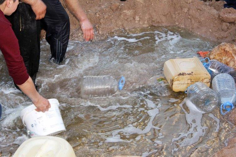 Elazığ'da akaryakıt fışkırdı