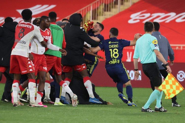 Son dakika: Monaco-Lyon maçı sonrası yumruk yumruğa kavga! Beşiktaş'ın eski yıldızı da atıldı