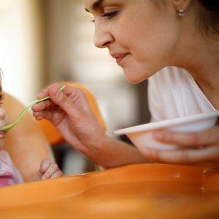 Bebekler ne zaman oturur? Bebeklerde desteksiz oturma ne zaman başlar?