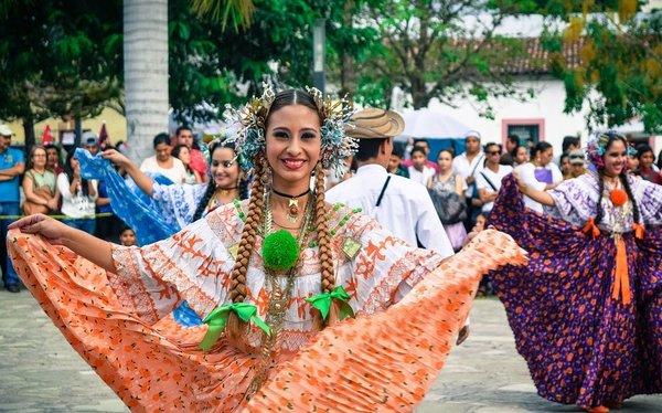 Meksikalı kadınlar güzel kirpiklere sahip olmak için...