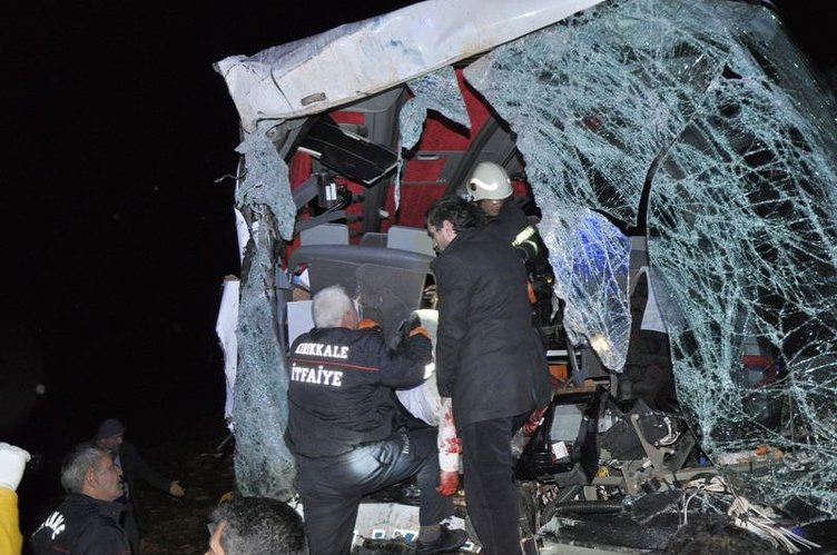 Kırıkkale'de yolcu otobüsü ile kamyon çarpıştı