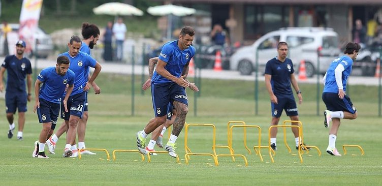 Fenerbahçe'de Van der Wiel takımla çalıştı