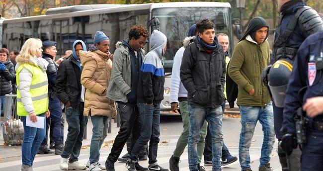 Fransa sığınmacılara dönmeleri için para verecek