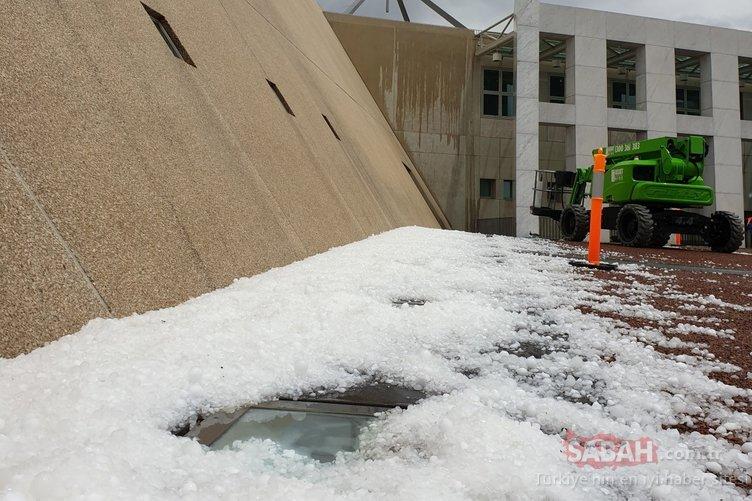 Avustralya kabusu yaşıyor! Bir yanda kum fırtınası diğer yanda ceviz büyüklüğünde dolu...