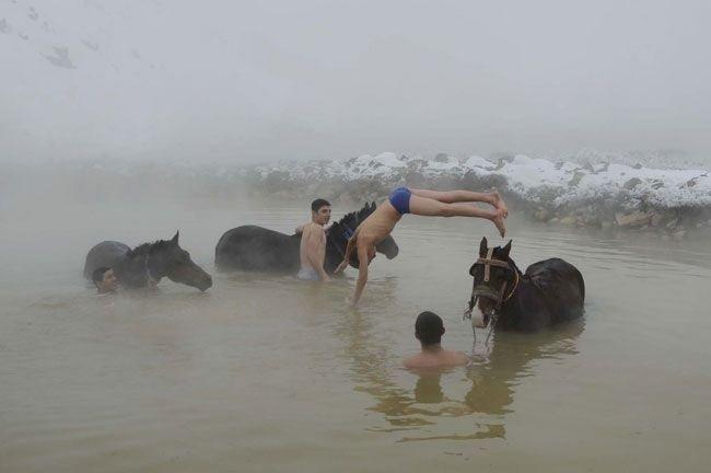 Bitlis'te eksi 20 derecede yüzme keyfi
