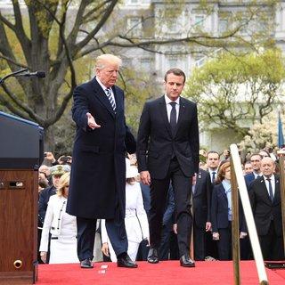 Trump, Macron'u Beyaz Saray'da top atışıyla karşıladı