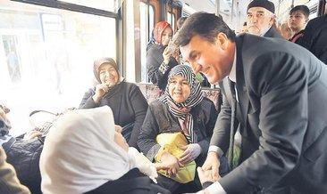 Dündar halkla iç içe Tramvayda Başkan var