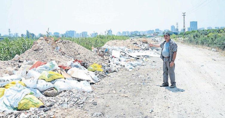 Mezitli'de çöp yığınları birikti