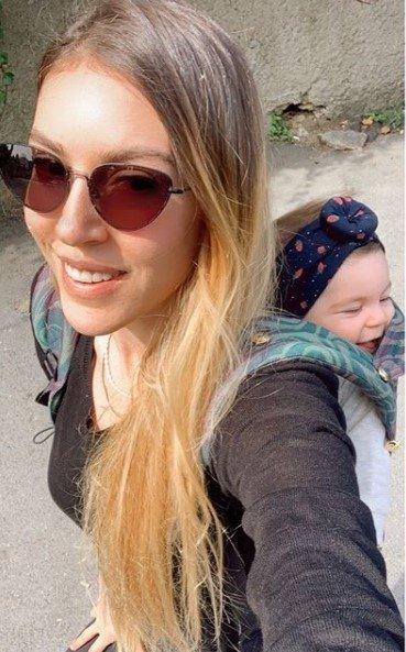 Ünlü oyuncu Sinem Kobal kızı Lalin'in yüzünü ilk kez gösterdi! İşte Sinem Kobal'ın yeni paylaşımı