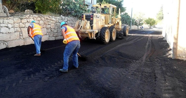 Silifke Belediyesi asfaltlama mesaisinde